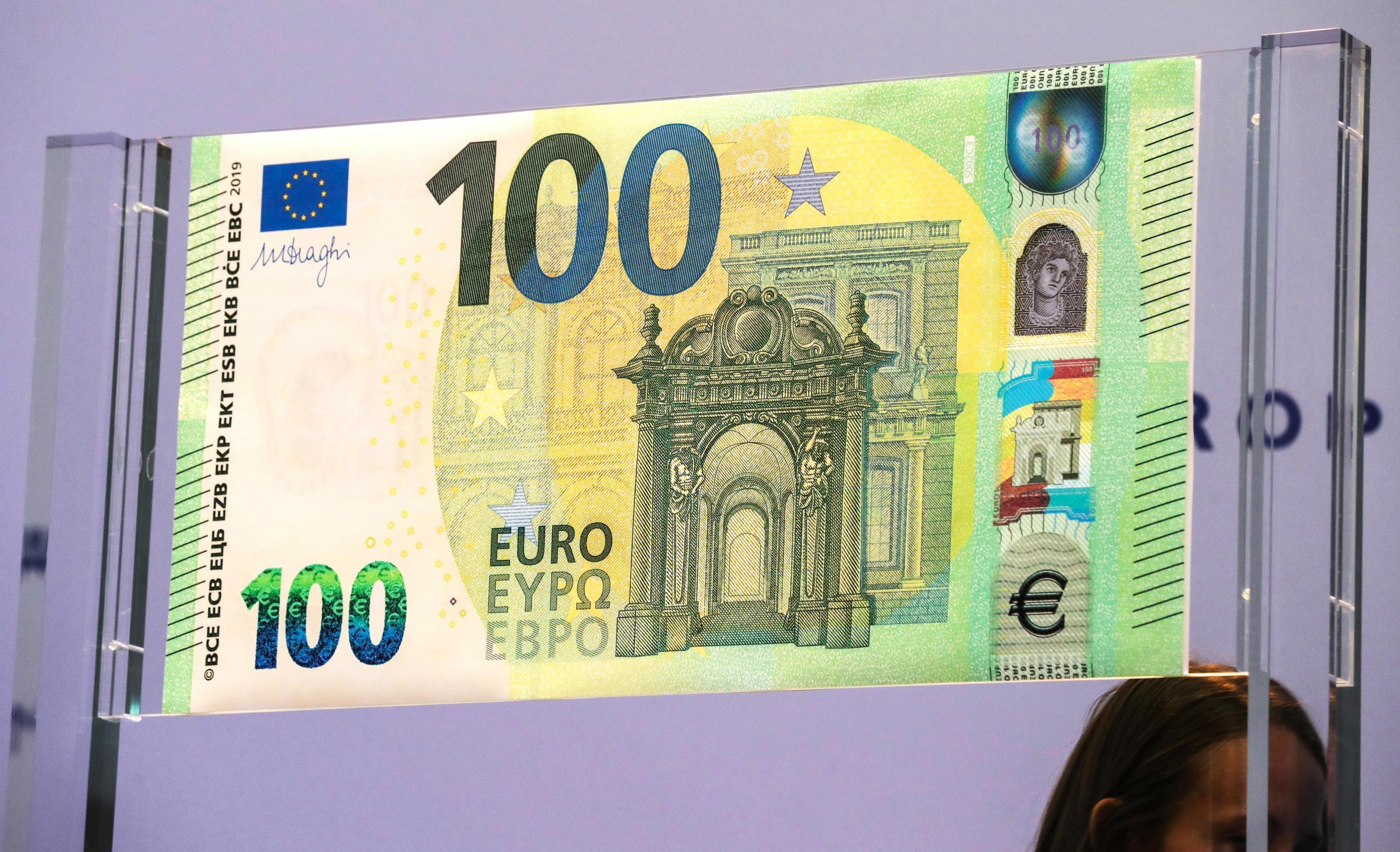 arrivano le nuove banconote da 100 e 200 euro photogallery rai news. Black Bedroom Furniture Sets. Home Design Ideas